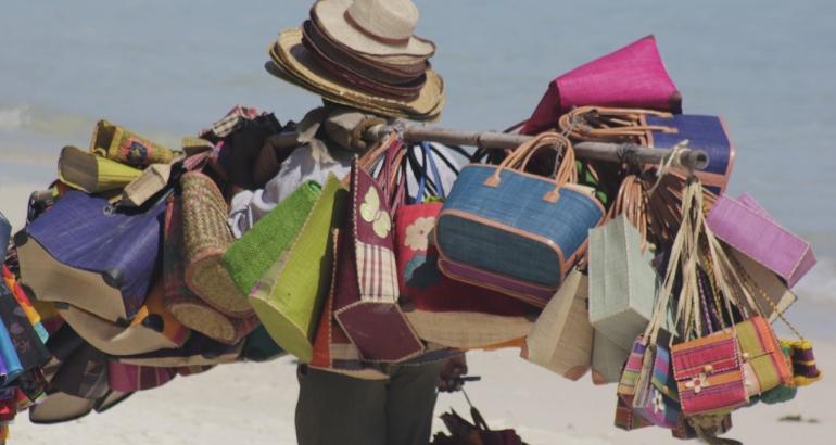 10 най-необходими неща в чантата за плаж