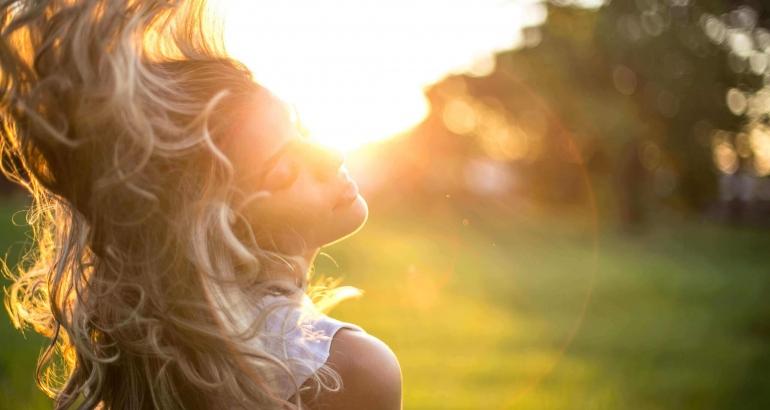Помагат ли слънчевите лъчи за лечението на акне