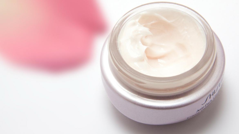 Полезно ли е за кожата прилагането на продукти, съдържащи деметикон