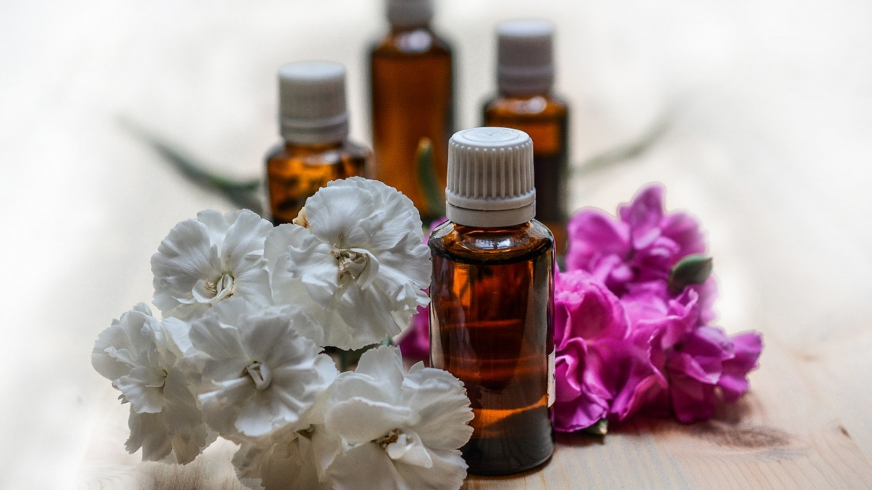 Измиване с масла за чиста, подхранена и балансирана кожа
