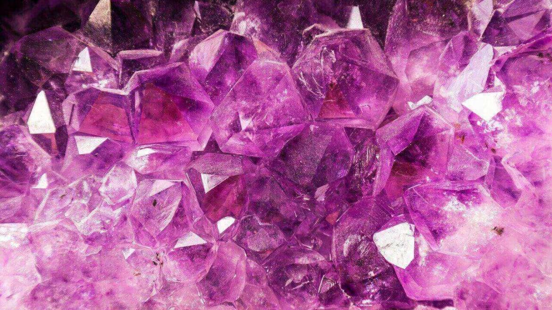 Ролята на скъпоценните камъни в грижата за кожата