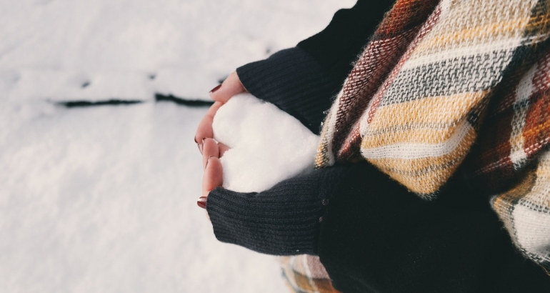 Грижа за сухите ръце през зимата