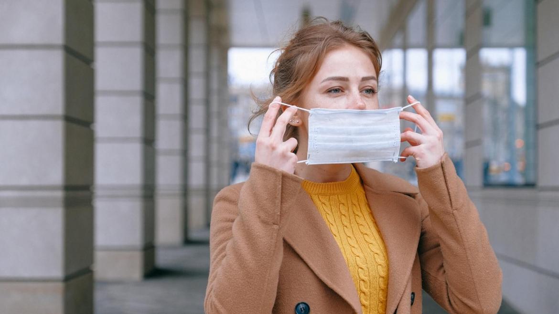 Как да избегнем акне, причинено от носенето на маска